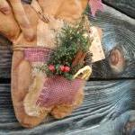 Christmas Primitive Grungy ..