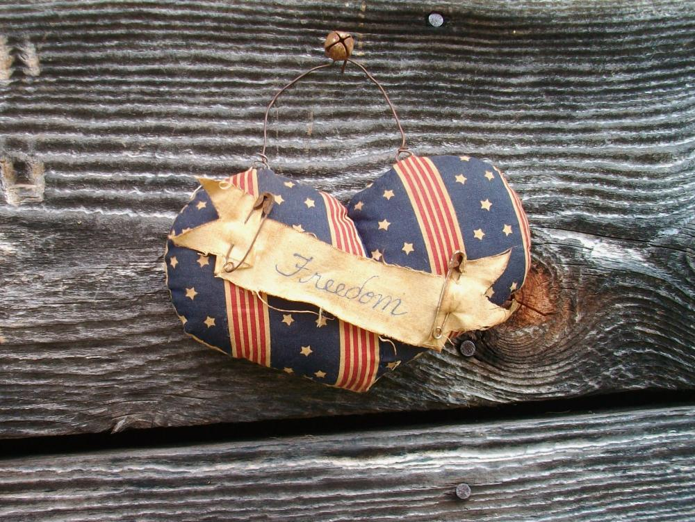 Primitive Americana Heart - July 4 Decoration - Wall Hanging or Door Greeter